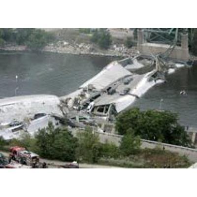 Мост через Миссисипи рухнул с 50-ю автомобилями