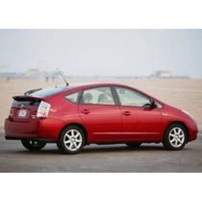 Toyota Prius удовлетворяет требованиям 2015 года для Японского рынка