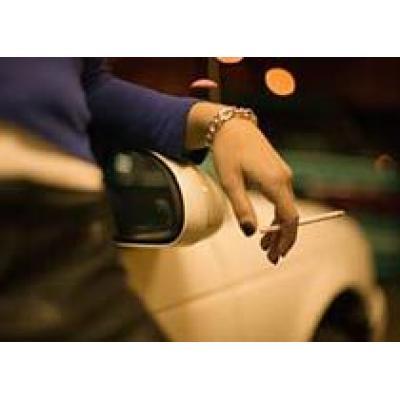 Курящих за рулем собираются штрафовать на 500 рублей