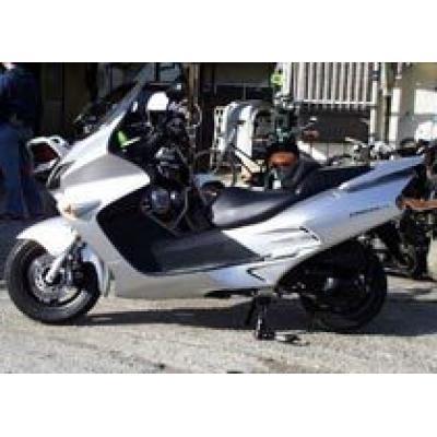 Скутер Honda Forza подвергся внешнему тюнингу