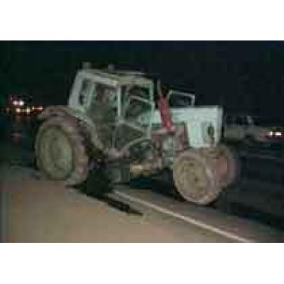 Chery Amulet сломал трактор пополам