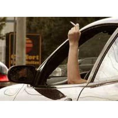 Россиянам запретят курить за рулем