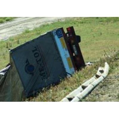 На автобане в Германии перевернулся грузовик с почтой