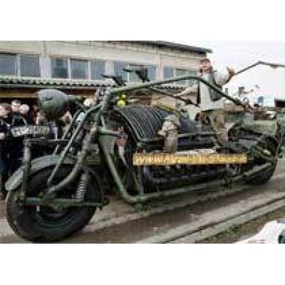 Советский танк стал немецким мотоциклом
