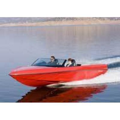 Лодка, стилизованная под Chevrolet Corvette
