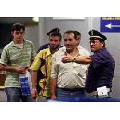 Захваченный самолёт сел в аэропорту Италии