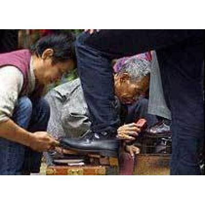 В аэропорту Гонконга теперь можно начистить обувь