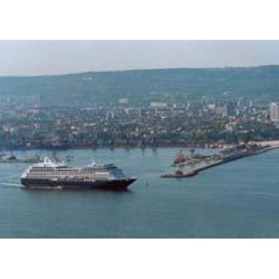 Представители 16 пассажирских лайнеров заявили, что посетят порт Варны в 2007г