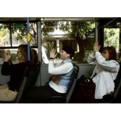 В израильских автобусах пассажиры займутся йогой