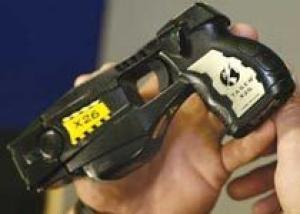 Мэрия Калгари решила вооружить всех полицейских шокерами Taser