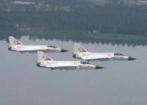 Индийский учебно-боевой истребитель совершил первый полет