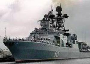 БПК `Маршал Шапошников` сопровождает гражданские корабли