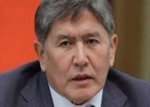 Атамбаев предложил РФ участвовать в поставках авиатоплива для базы США