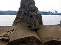 На пляже Петербурга ожили герои древних мифов