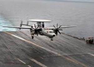 ВМС США начали палубные испытания летающего радара E-2D