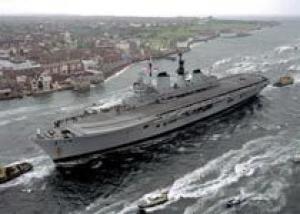 Великобритания выставила на продажу авианосец `Арк Ройял`
