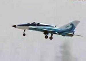 Китай показал самолет для подготовки пилотов палубной авиации