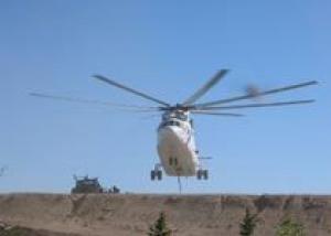Вертолеты Ми-26ТЗ впервые заправили наземную бронетехнику