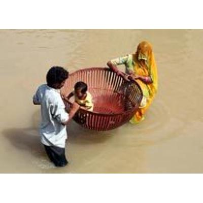 Дожди в Индии убили более 100 человек