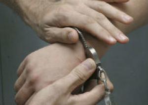 Полицейского задержали по подозрению в хранении комплектующих оружия