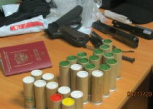 Россиянина задержали при провозе контрабандного оружия