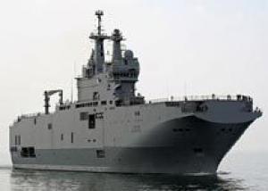 Построенная петербургскими корабелами кормовая часть первого `Мистраля` в июле будет отправлена во Францию - источник в ОСК