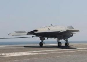 Беспилотник X-47B впервые совершил посадку на палубу авианосца