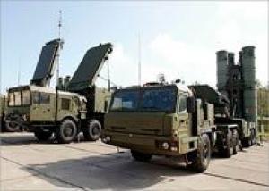 Российские войска начнут получать по три полка С-400 в год