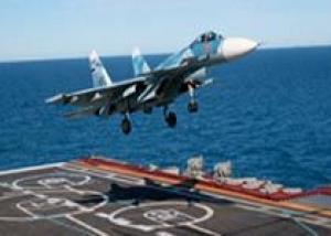 ВМФ России: Летчик-истребитель СФ подполковник Игорь Цукур совершил в Средиземном море сотую посадку на палубу авианосца