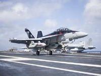 Компания `Боинг` поставила ВМС США 100-й самолет радиоэлектронной борьбы EA-18G `Гроулер`