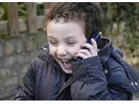Мобильный телефон ребенку дарить не стоит – это слишком опасная игрушка