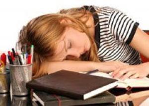 Почему надо спать именно ночью и непременно в темноте