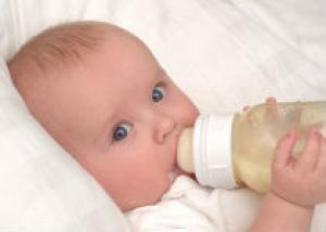Недоношенным детям надо раньше всех давать молоко
