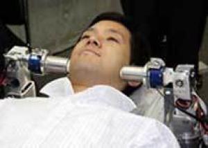 Новый робот делает лечебный массаж лица