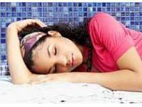 Недостаток сна способствует появлению лишнего веса