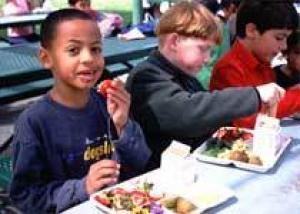 Родители требуют проверки школьных завтраков на аллергены