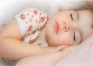 Короткий детский сон ведет ожирению и неврозам