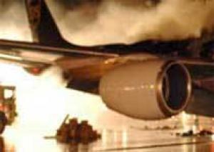 В аэропорту Стамбула при посадке загорелся самолет