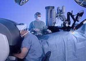 Робот да Винчи будет следить за глазами хирурга