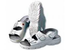 Шлепки и сандалии - удобная, но очень опасная обувь