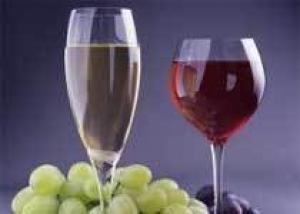 Белое вино могут сделать таким же полезным, как и красное
