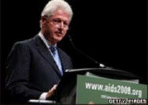 Клинтон просит больше денег на борьбу с ВИЧ