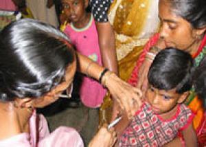 Индийские дети умирают от японского энцефалита из-за бракованных вакцин