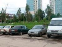 В Самаре парковщики обложили водителей данью