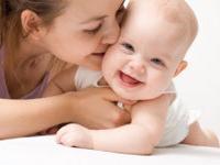 Послеродовая депрессия преследует идеальных мам