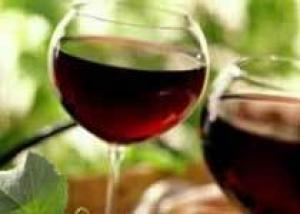 Красное вино предотвращает развитие раковых заболеваний