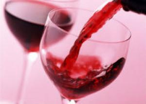 Красное вино может предотвратить развитие болезни Альцгеймера