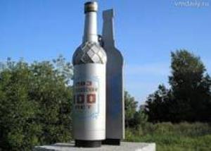 В Глазове был демонтирован памятник водке