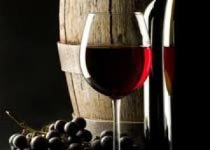 Бордоская лаборатория нашла следы пестицидов в 90% вин Аквитании