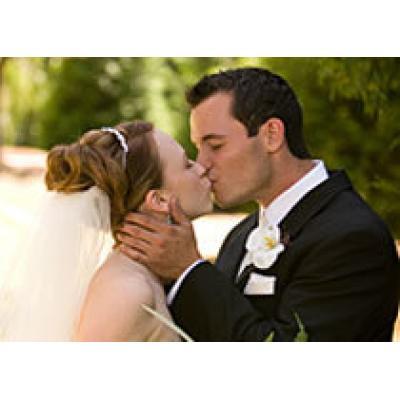 От зеленой до бриллиантовой: что дарить на годовщину свадьбы
